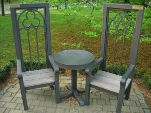 zdjecie,600,264425,20120501,stol-i-dwa-krzesla